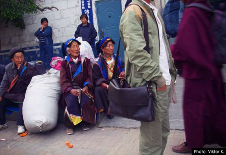 Xiahe_Bus-people.jpg
